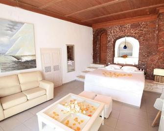 Prime Suites - Oia - Schlafzimmer