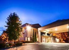 Best Western Plus Prairie Inn - Albany - Building