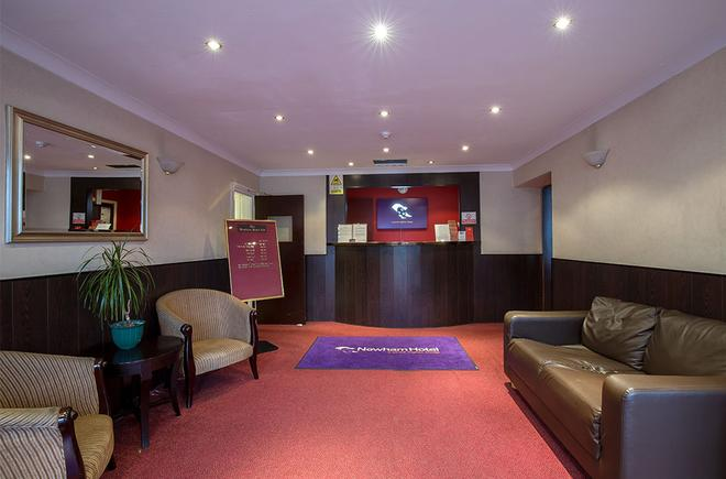 Newham Hotel - London - Front desk