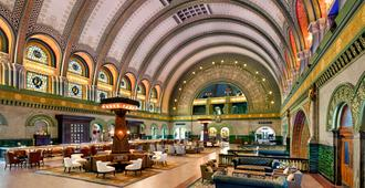 St. Louis Union Station Hotel, Curio Collection by Hilton - סנט לואיס - לובי