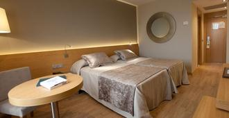 Hotel M.A. Sevilla Congresos - Seville - Bedroom