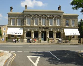 The Park Hotel - Teddington - Building