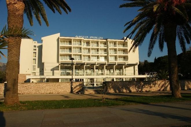 Hotel Princess - Bar - Building