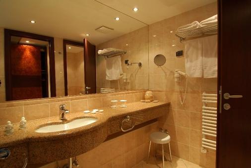 Hotel Princess - Bar - Bathroom