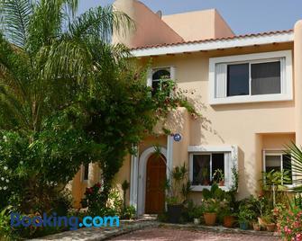 B&B Mom's House - Puerto Aventuras - Gebouw