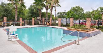 Holiday Inn Express & Suites San Antonio South - סן אנטוניו - בריכה