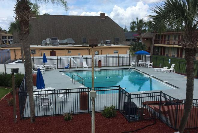 Days Inn by Wyndham St. Augustine West - St. Augustine - Bể bơi