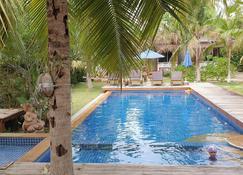 Isle Beach Resort - Nong Thale - Бассейн
