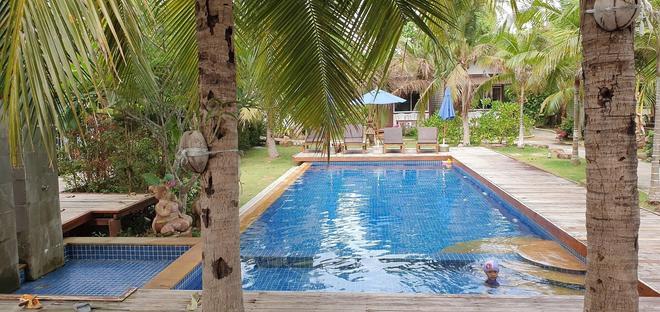 Isle Beach Resort - Nong Thale - Pool