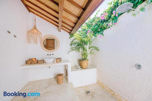 Mule Malu Tropical Stay - South Kuta - Bathroom