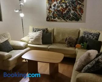 Gästezimmer & Apartment Mayrhofer - Waidhofen an der Ybbs - Living room