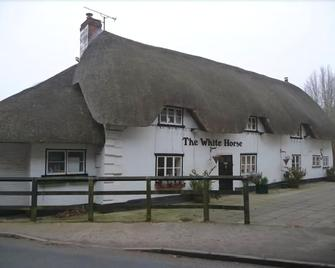 The White Horse - Andover - Building