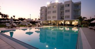 Frixos Suites Hotel Apts - Larnaca - Pool
