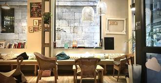 Quartier Bilbao Hostel - Bilbao - Lobby