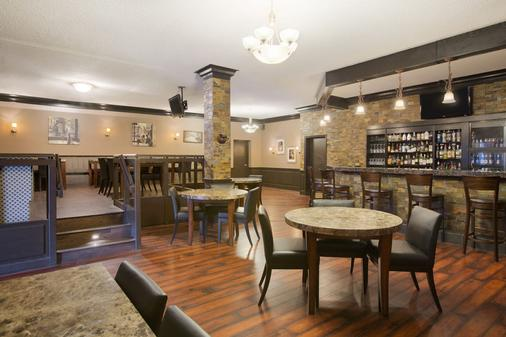 Days Inn by Wyndham Calgary South - Κάλγκαρι - Bar