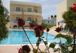 Yakinthos Hotel - La Canée - Piscine
