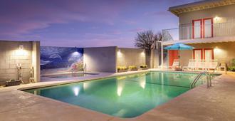Desert Hot Springs Inn - Desert Hot Springs - Pool