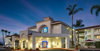 Motel 6 Ventura South - נטורה - בניין