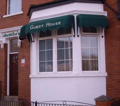 Austins Self Service Guest House - Cardiff - Building