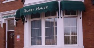 Austins Self Service Guest House - Cardiff