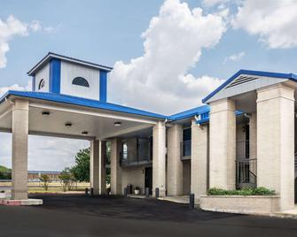 Days Inn by Wyndham Killeen Fort Hood - Кіллін - Building