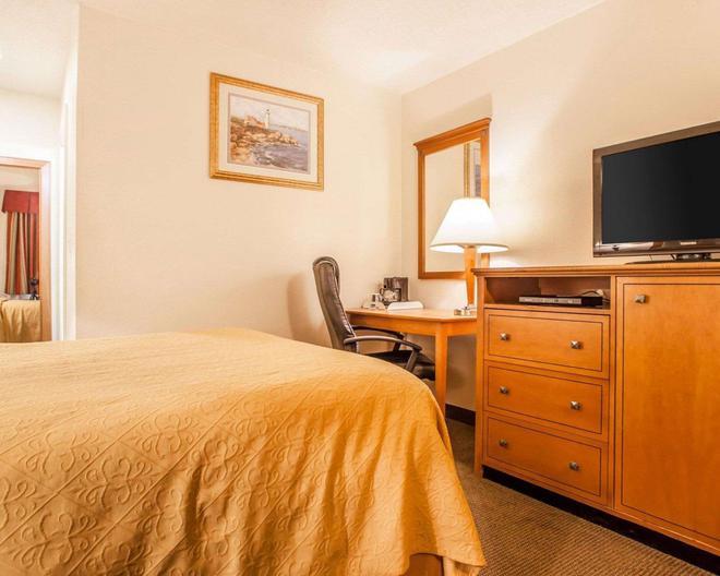 Rodeway Inn - Point Pleasant - Bedroom