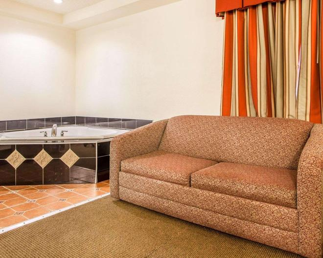 Rodeway Inn - Point Pleasant - Bathroom