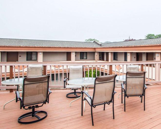 Rodeway Inn - Point Pleasant - Balcony