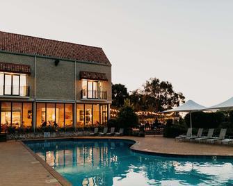 Ramada Resort by Wyndham Dunsborough - Dunsborough - Piscina