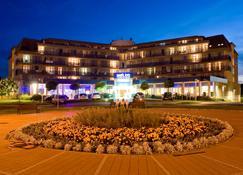 Park Inn by Radisson Sarvar Resort & Spa - Sárvár - Building