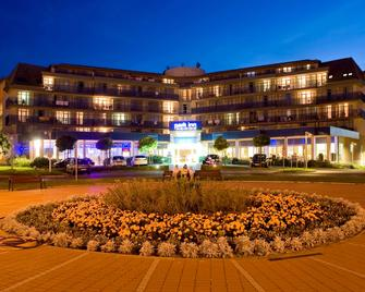 Park Inn by Radisson Sarvar Resort & Spa - Сарвар - Здание