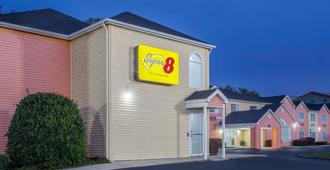 Super 8 by Wyndham Pensacola - Pensacola - Building