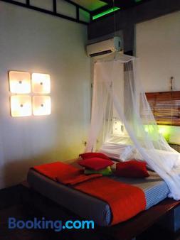 Somewhere Else Boutique Resort - Mambajao - Bedroom
