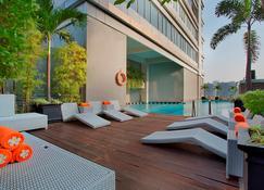 蘇迪曼哈里斯套房酒店 - 雅加達 - 雅加達 - 游泳池