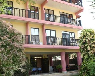 Roc Heights Lodge - Bakau - Edificio