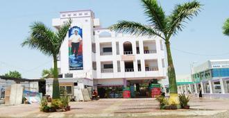 Hotel Utsav - שירדי