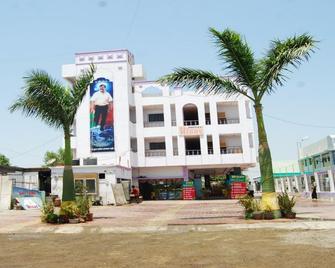 Hotel Utsav - Shirdi - Building