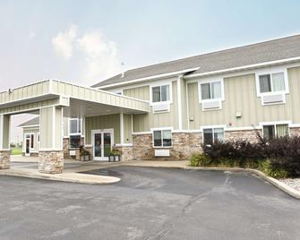 GrandStay Inn & Suites Perham - Perham - Building