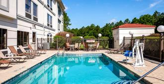 Comfort Inn & Suites Savannah Airport - Savannah
