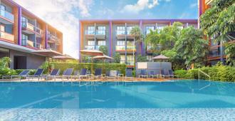 Holiday Inn Express Phuket Patong Beach Central - Patong - Piscina