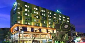Zest Hotel Sukajadi Bandung - Bandung - Building