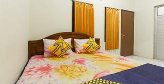 Spot On 1842 Cevilla Bnb Residence - Banyuwangi - Bedroom