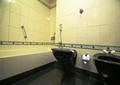 Oyo 881 Fort Gate - Guruvayoor - Bathroom