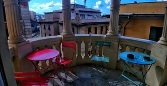 Victoria House Hostel - Genua - Balkon