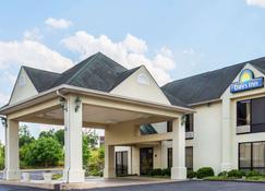 Days Inn by Wyndham Sanford - Sanford - Building