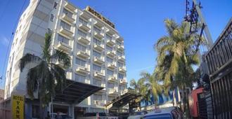 Hotel Yankin - Rangún - Edificio