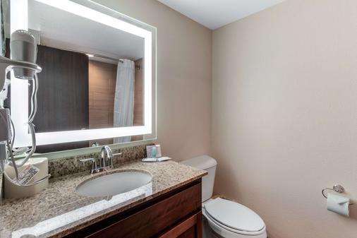 Mainstay Suites Denver Intl Airport - Denver - Bathroom