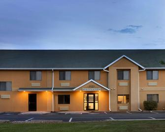 Travelodge by Wyndham Marysville - Marysville - Building