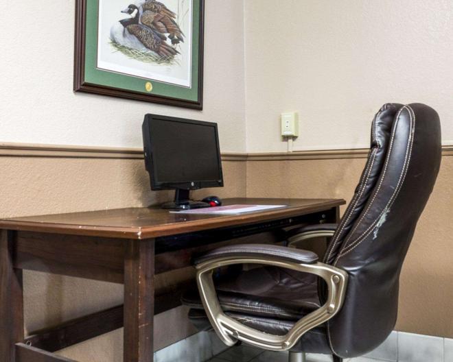 Rodeway Inn - Fargo - Business Center