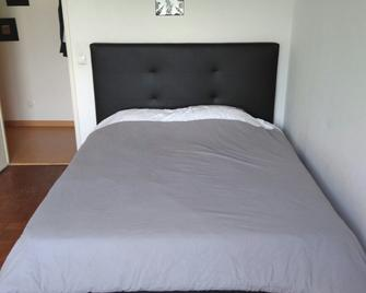 Lisbon South Bay Apartments - Almada - Bedroom
